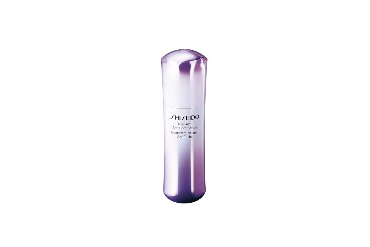 Cancella le macchie con la precisione di un trattamento laser l'Intensive anti spot serum di Shiseido