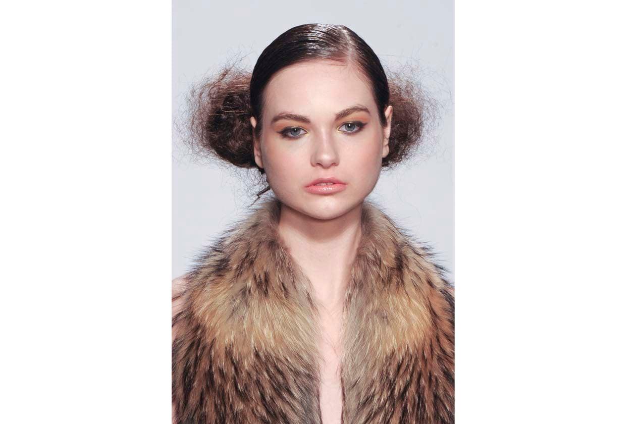 Ci piace osare: proviamo a legare i capelli e a cotonare soltanto la coda (Sergio Zambon)