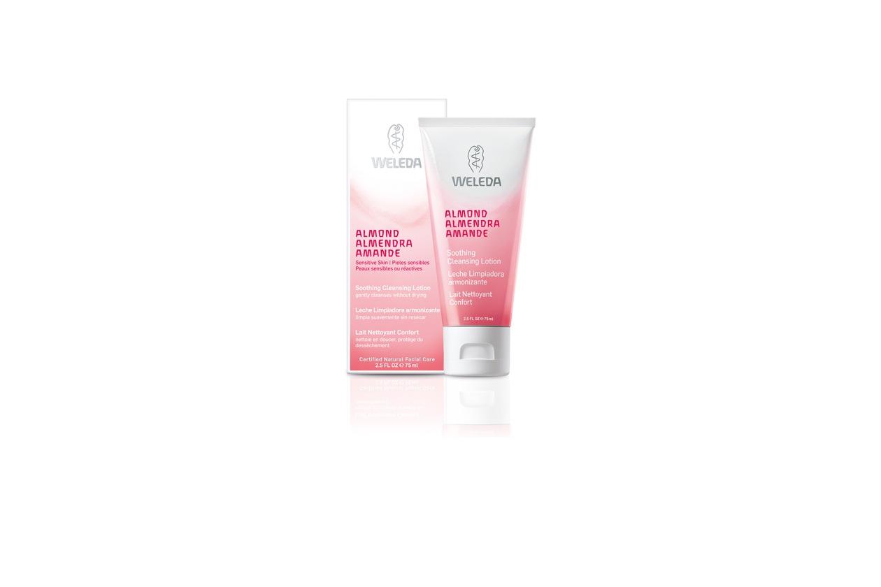 Dal corpo al viso: alle pelli più sensibili ci pensa il latte detergente di Weleda, perfetto per rimuovere il make up