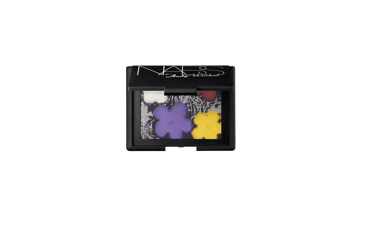 Gli ombretti Flowers, un mix di colori e stampe diverse, sono il pezzo forte della collezione dedicata ad Andy Warhol di Nars