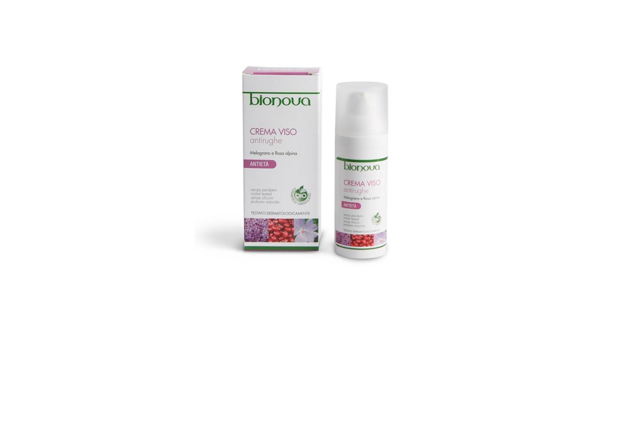 Melograno e rosa alpina per combattere i segni dell'età: la crema viso antirughe di Bionova elimina le prime rughe