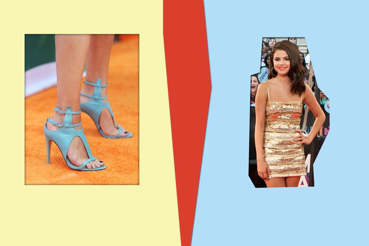 Un blu con qualche sbavatura sulle unghie di Selena Gomez