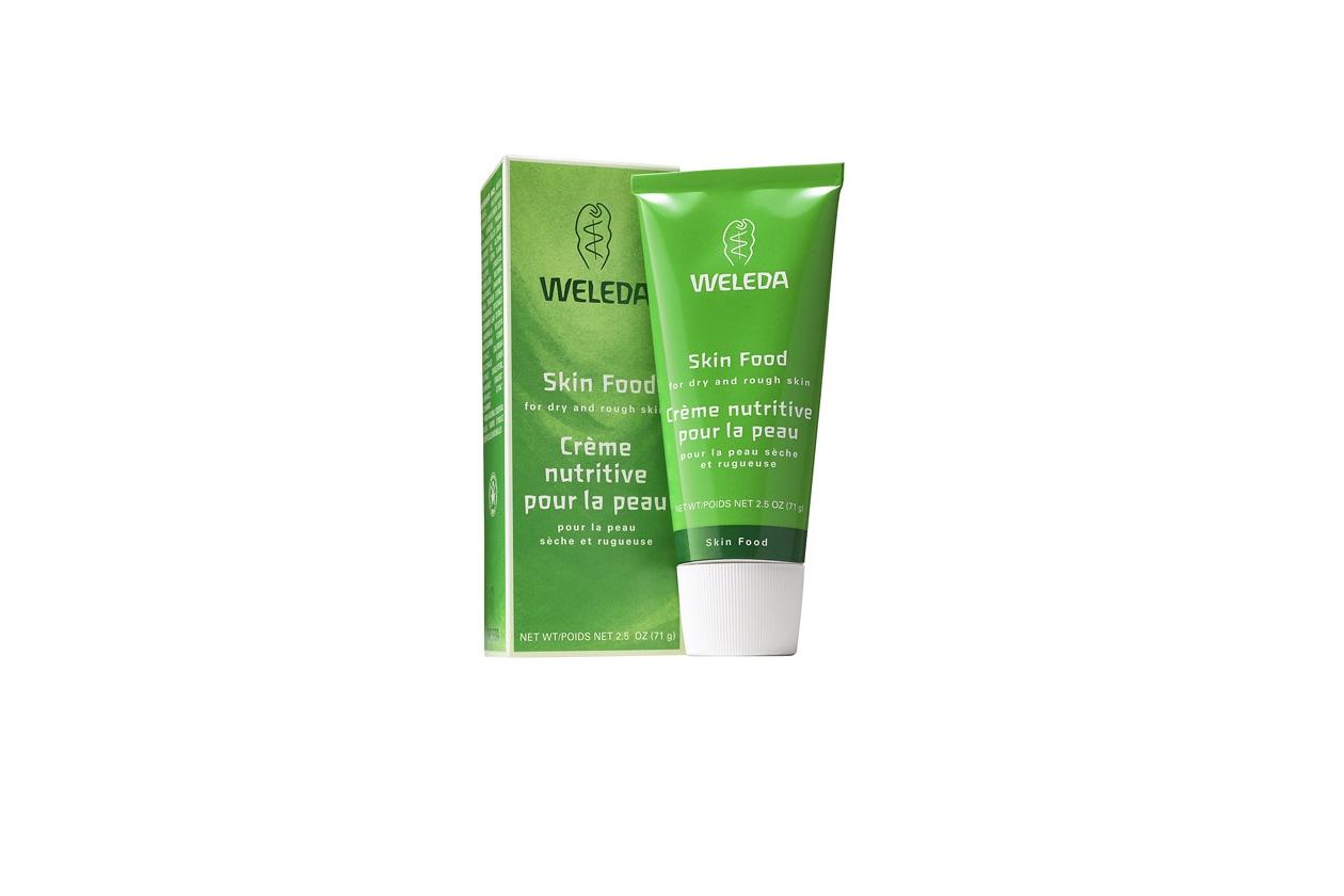 Un trattamento per viso e corpo che è ideale per le mani: la Crema Nutriente Skin Food di Weleda è indicato in tutti i casi di pelle ruvida