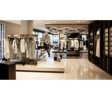 Versace Collection apre a Milano