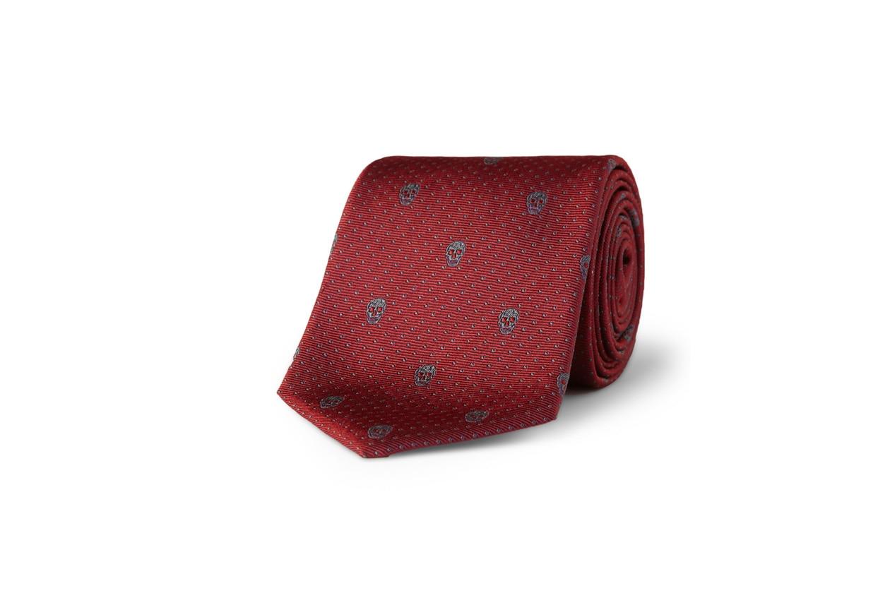 Cravatta con teschi di Alexander McQueen