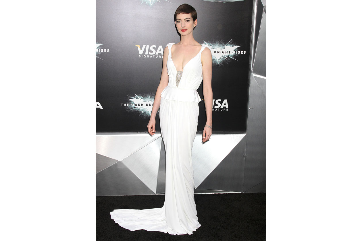 2012.07.16 NEW YORK ACTRESS ANNE HATHAWAY ATTENDS 'THE DARK KNIGHT RISES' NEW YORK PREMIERE AT AMC LINCOLN SQUARE THEATER 3