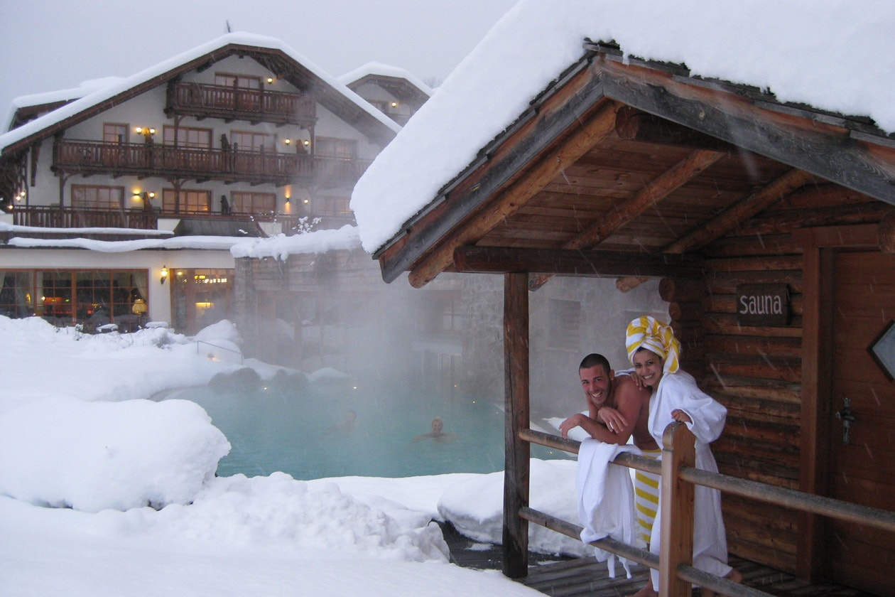 Atmosfere romantiche tipiche della tradizione sud-tirolese e natura: è il felice binomio dell'Hotel Angelo a Ortisei, nel cuore delle Dolomiti