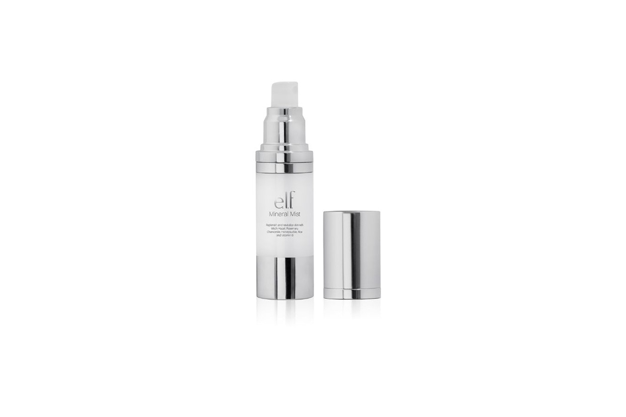 Il Mineral Mist di Elf è uno spray con hamamelis, rosmarino, camomilla, caprifoglio, aloe e vitamina B che tonifica la pelle