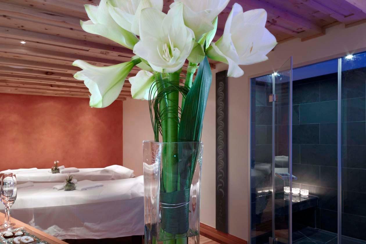Imperdibile al Grand Hotel Kronenhof il Bagno-Massaggio Hydrojet alle erbe alpine, per sciogliere i muscoli in una vasca con oltre 300 getti d'acqua