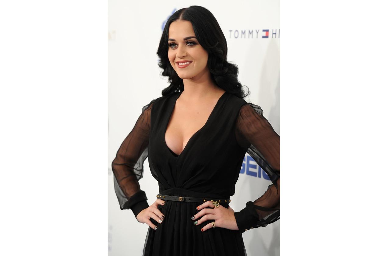 Se l'obiettivo è mixare fantasie e finish, lasciamoci ispirare dall'eccentrica Katy Perry