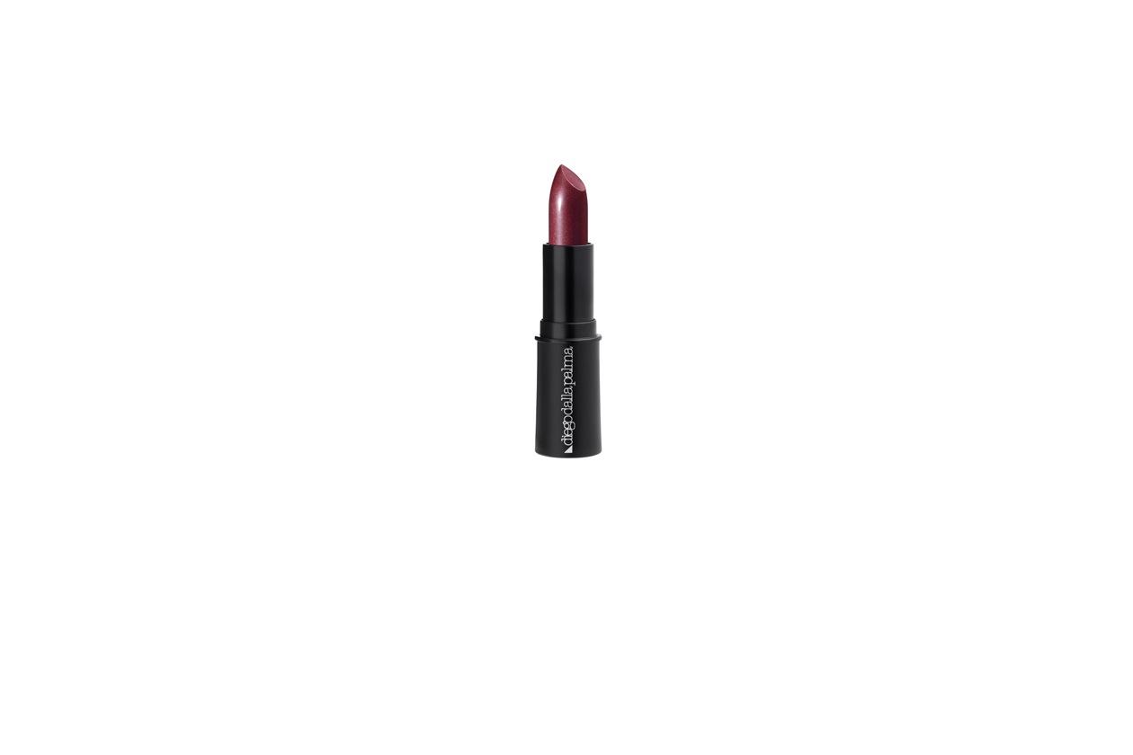 Se puntate tutto sulle labbra, scegliete un rossetto dalla consistenza morbida e cremosa, come il Metallick lipstick di Diego Dalla Palma