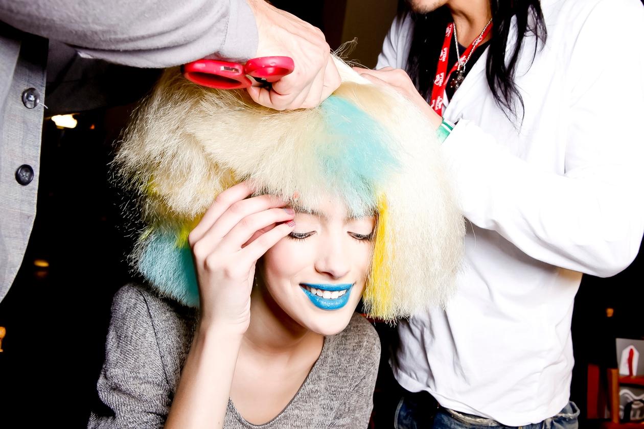 Dal biondo al rosso, dal moro intenso alle tinte fluo: dalla passerelle autunno/inverno 2012-13 arriva l'ispirazione per hair look colorati