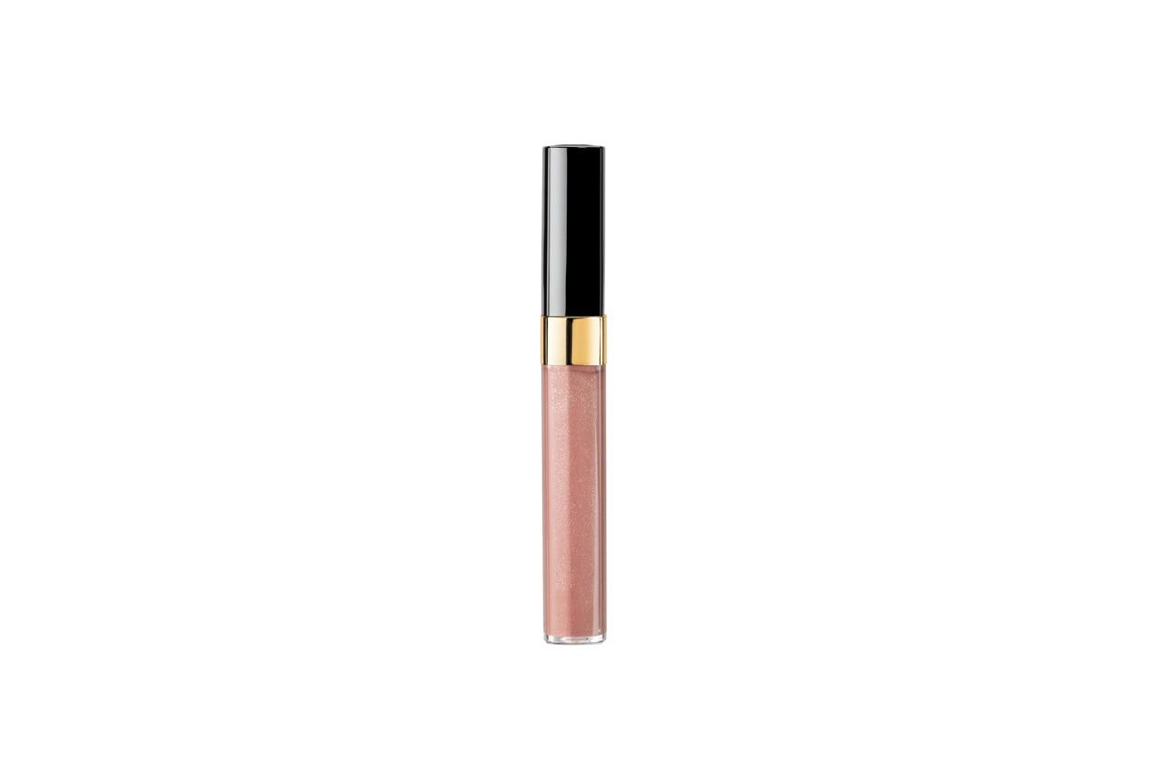 L'effetto è ultra brillante: il lucidalabbra Lèvres Scintillantes di Chanel (disponibile in 26 tonalità), garantisce estremo comfort alle labbra