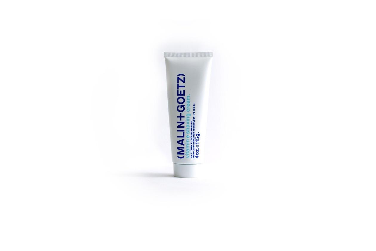La crema Vitamin Shaving Cream di Malin + Goetz ha una formula calmante