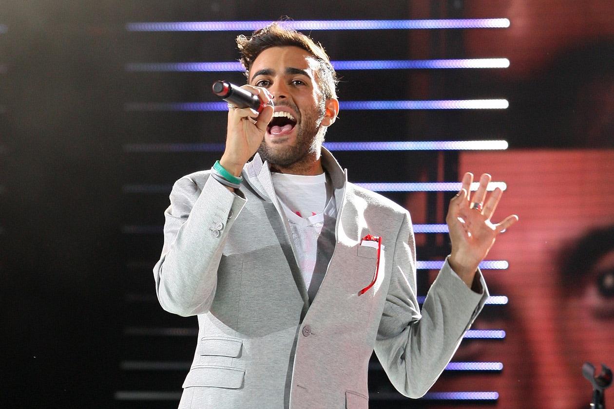 Marco Mengoni canta