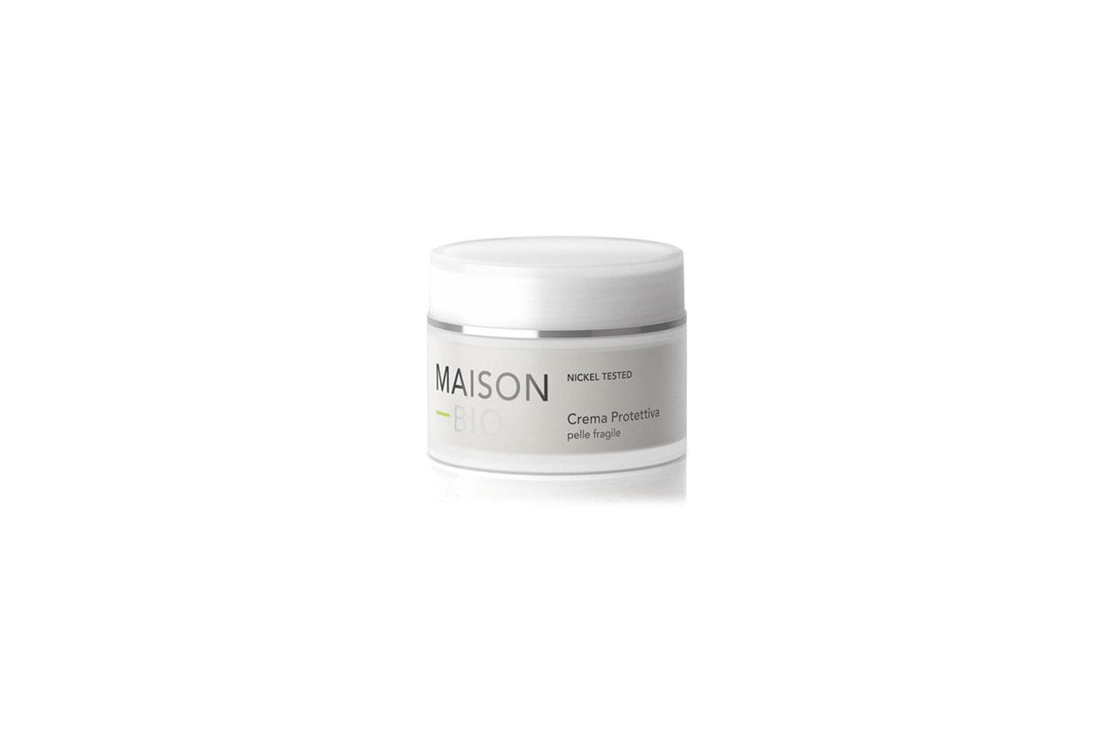 Calma le sensazioni di irritazione e limita la comparsa di inestetici arrossamenti la crema protettiva pelle fragile di Maison Bio
