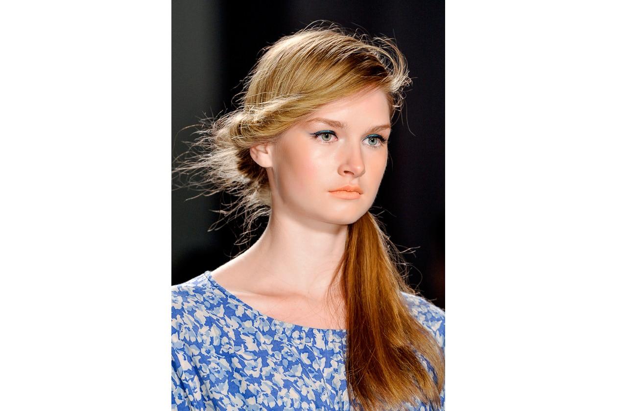 Hairdo comodo e vaporoso (Jenny Packham)