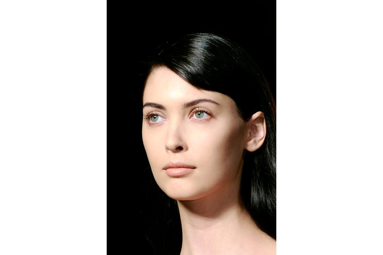 Il tocco di modernità? Il capello sciolto (Les Copains) con onde morbide stile Anni Cinquanta
