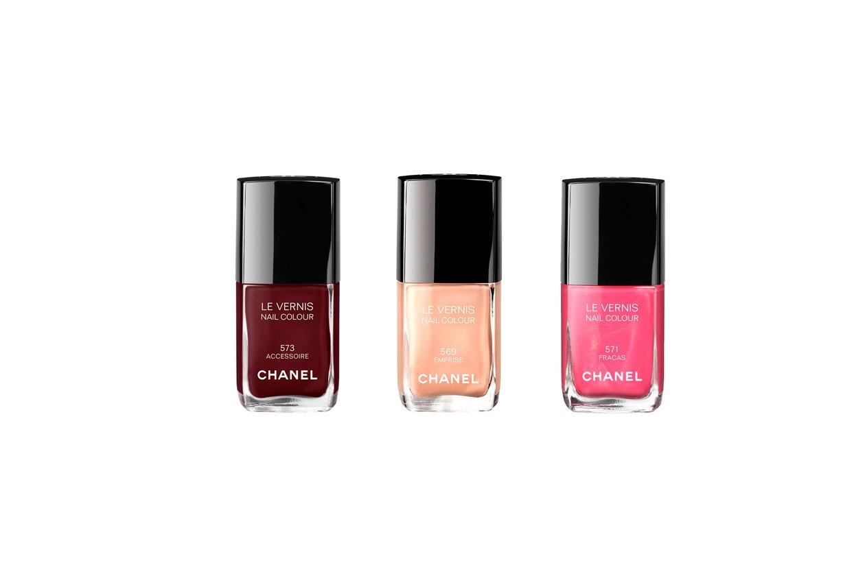 Il tris di Chanel Le Vernis: Emprise, un rosso molto scuro, Accessoire, una nuance più accesa e il rosa Fracas