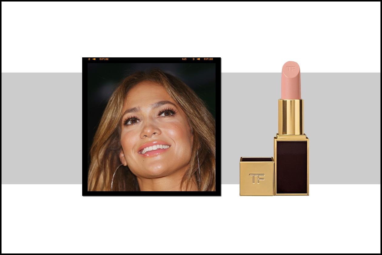 Jennifer Lopez pretende un sorriso impeccabile. E il rossetto non deve essere da meno: il raffinato Nude Vanille di Tom Ford è la soluzione giusta