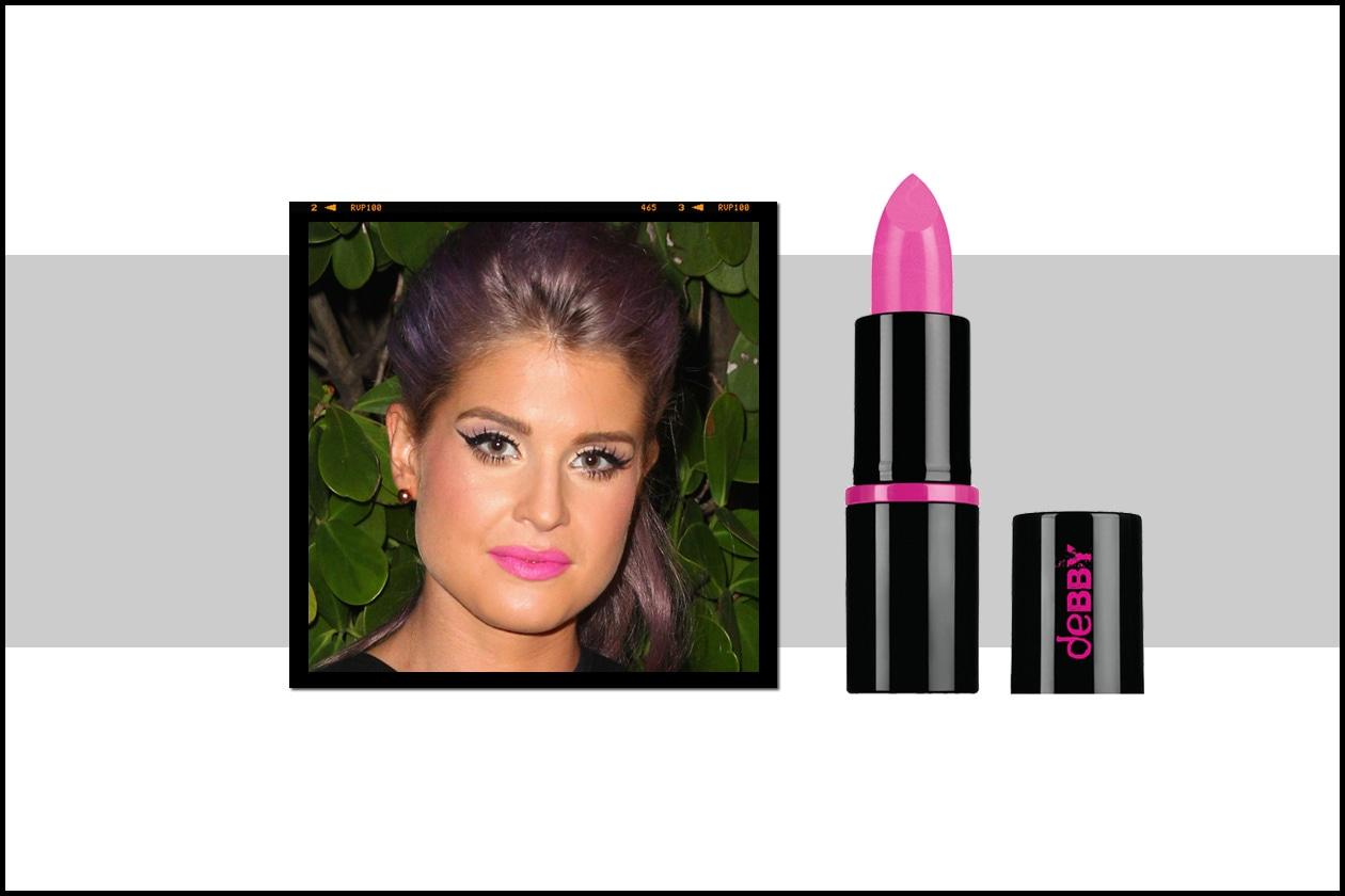 Kelly Osbourne passa dal nude look alle tinte forti: questa volta è il turno di un lipstick fucsia fluo come il Rossetto KissMYlips Pink Pop di Debby