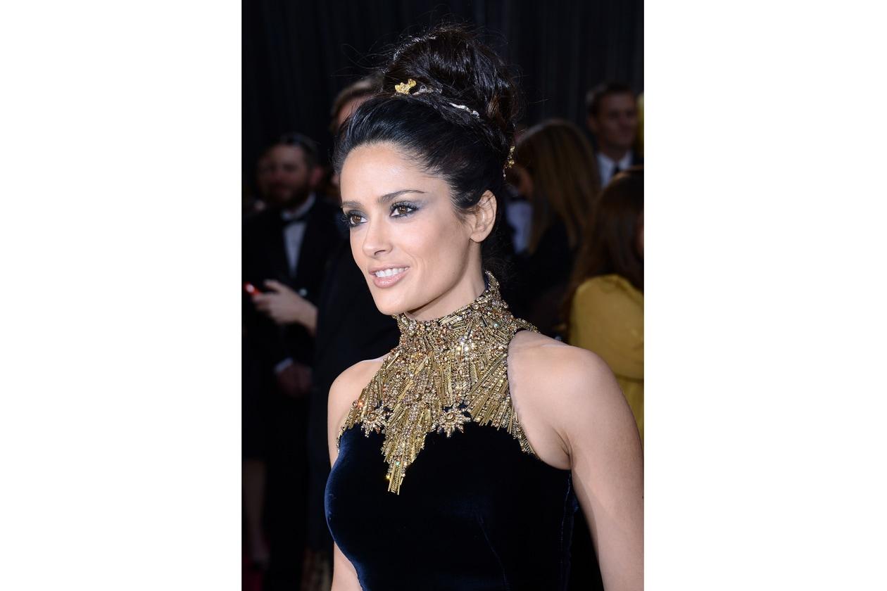 Miglior cofana (perché l'altezza è anche questione di capelli) va a Salma Hayek