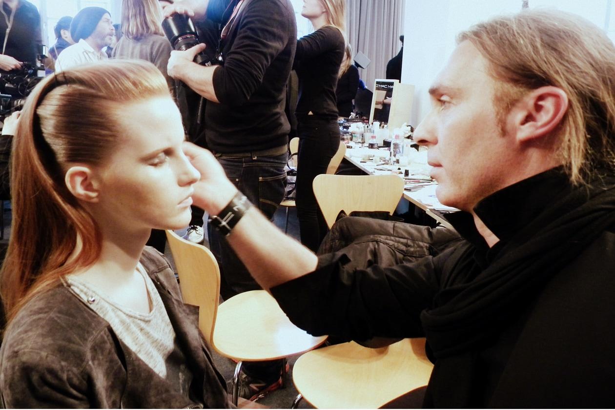 Nel backstage di Etro anche il make up artist Michele Magnani di MAC