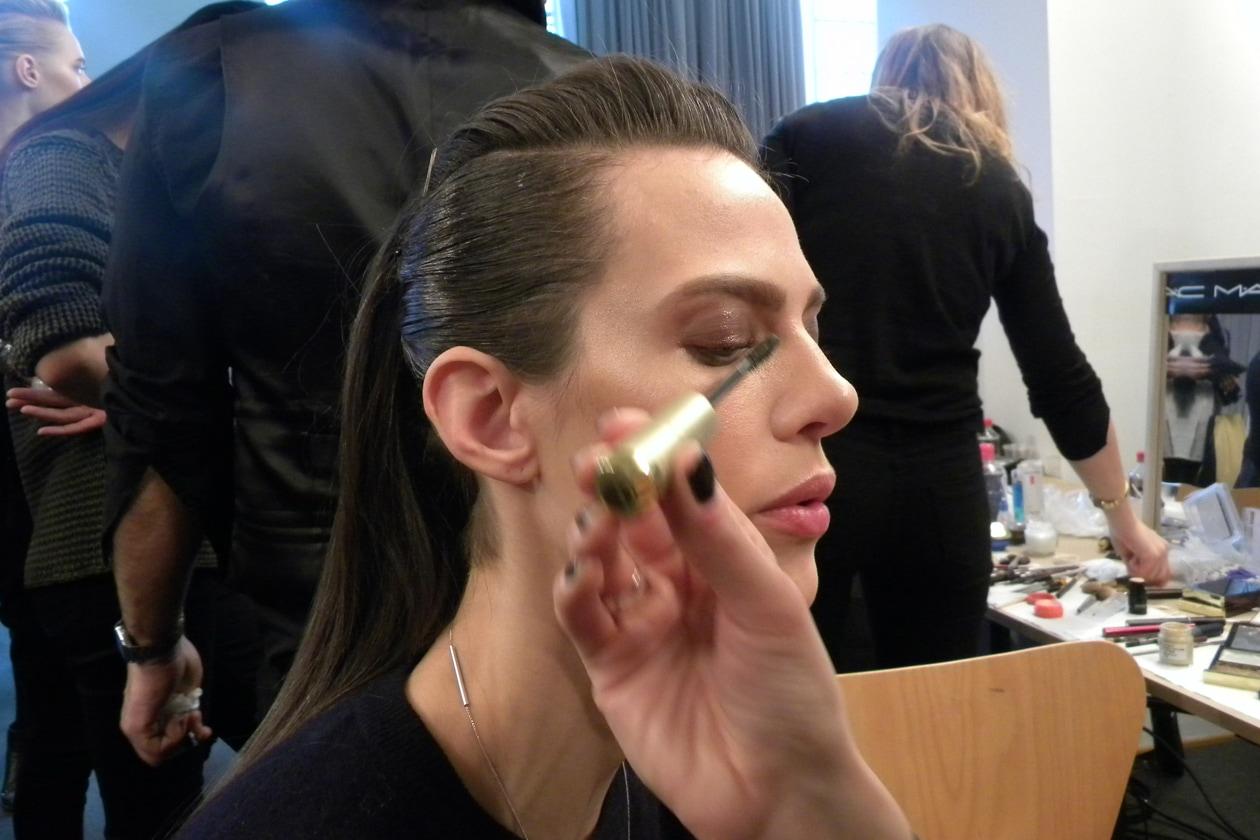 Un tocco leggero di mascara per Aymeline Valade