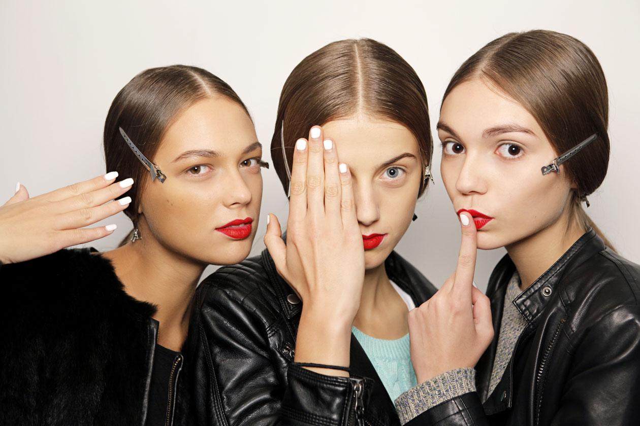 Dalle passerelle p/e 2013 finisce nel beauty case e accende la manicure delle beauty addicted:  il bianco è un colore dalle mille anime