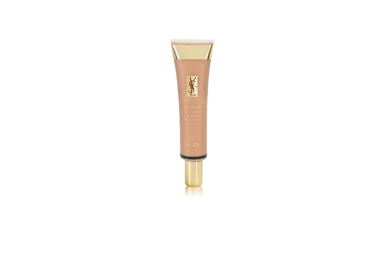 Il Dare to glow di Yves Saint Laurent si può stendere sulle gote oppure può essere utilizzato sulle palpebre per dare un tocco di luce al make up