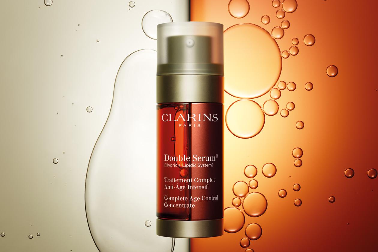 Il Double Serum di Clarins è pensato per tutti i tipi di pelle