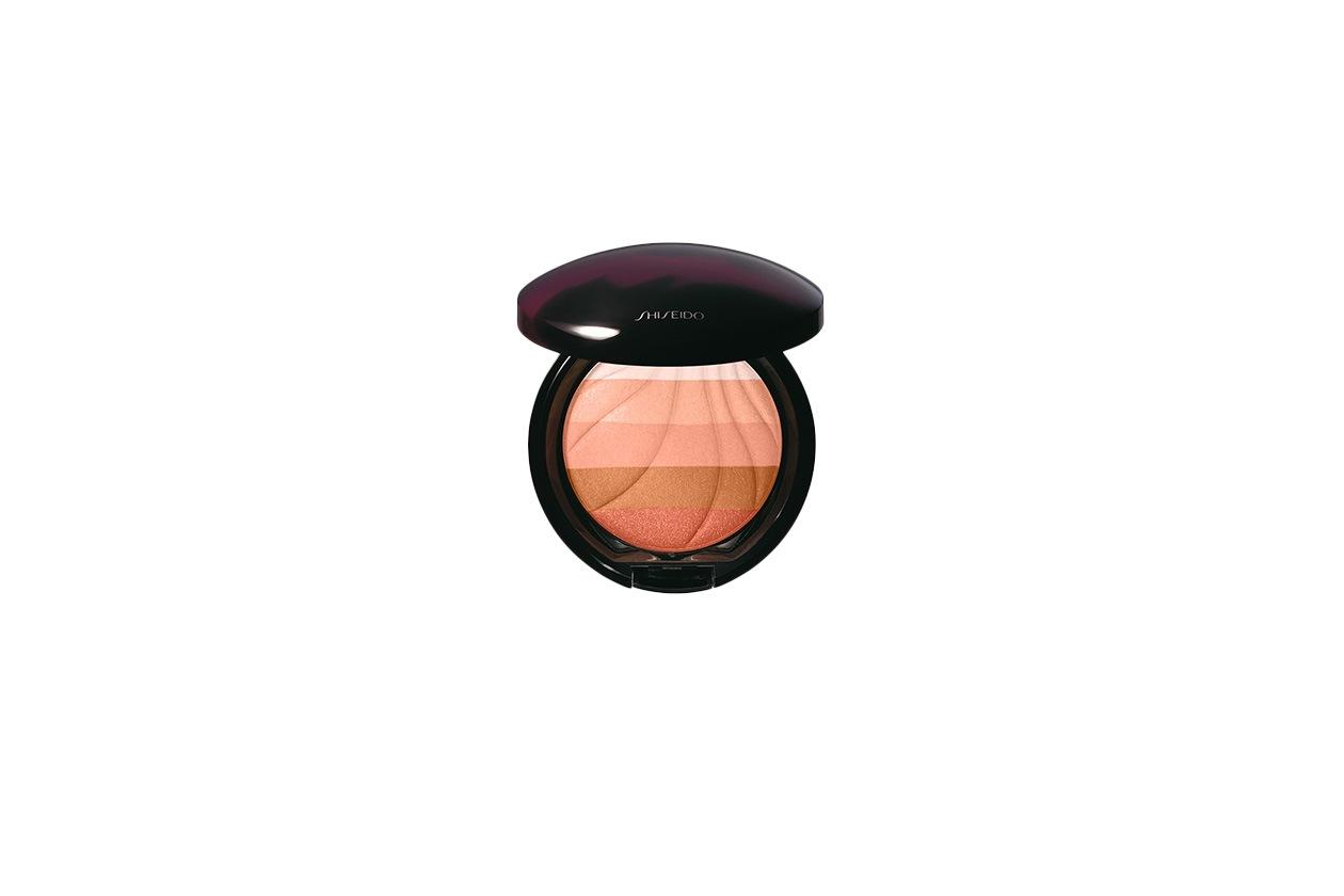 Il Multi Shade Enhancer di Shiseido è una cipria compatta luminescente multicolor dalla texture setosa e long lasting