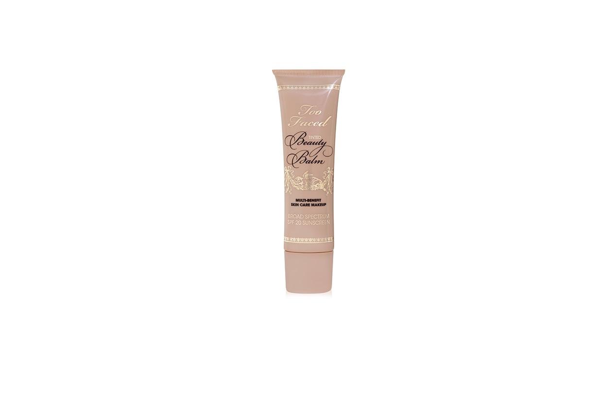 Il Tinted Beauty Balm Multi-Benefit Skin Care Makeup di Too Faced è una balsamo che nutre e, allo stesso tempo, protegge la pelle