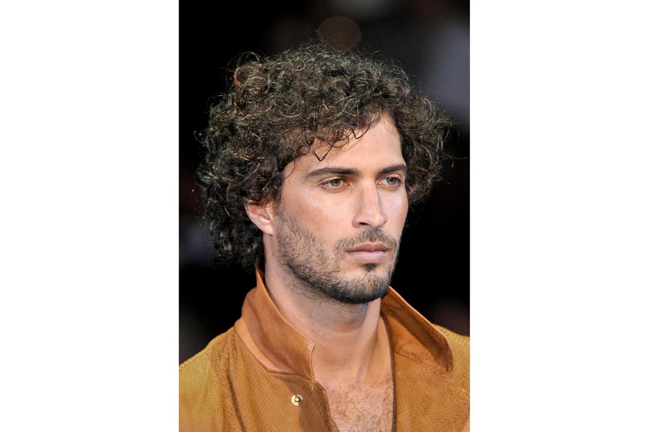 La tendenza vuole un capello morbido lasciato al naturale (Giorgio Armani)