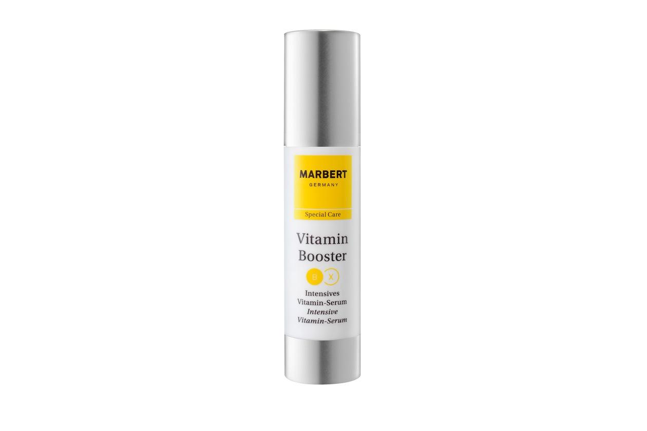 Marbert ha ideato il trattamento intensivo I♥Vitamins Booster Serum: un siero a base di estratti di frutta, olio di pistacchio e olio di nocciolo di albicocca