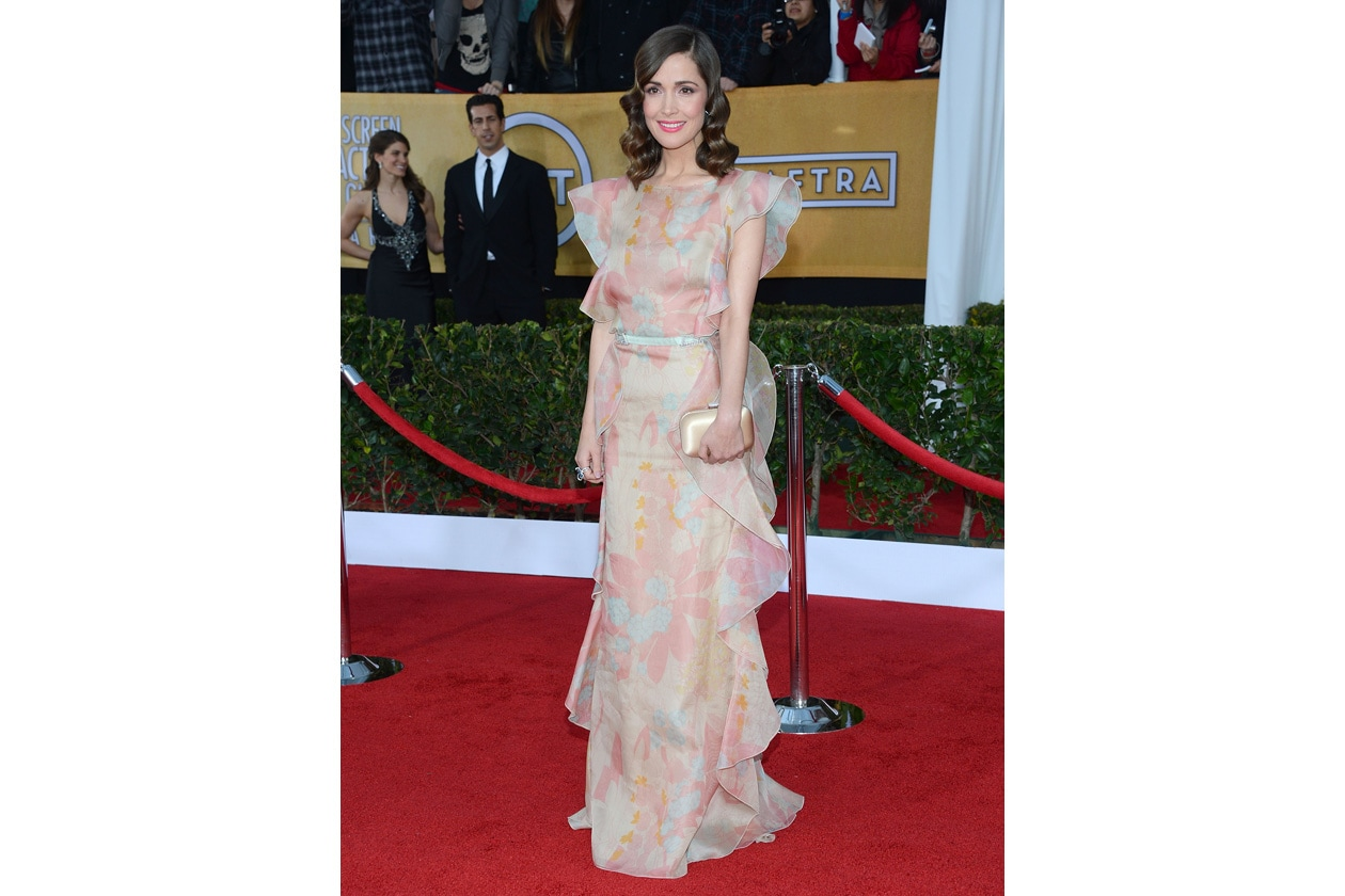 Rose Byrne in Valentino resort 2013 e clutch jimmy choo