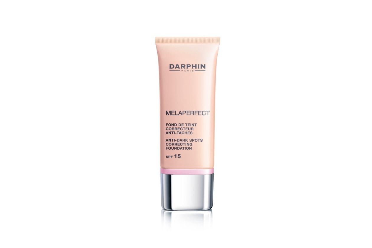 Un prodotto innovativo che copre perfettamente macchie scure e imperfezioni proteggendo la pelle: è il Melaperfect Fondotinta correttivo anti-macchie SPF 15 di Darphin