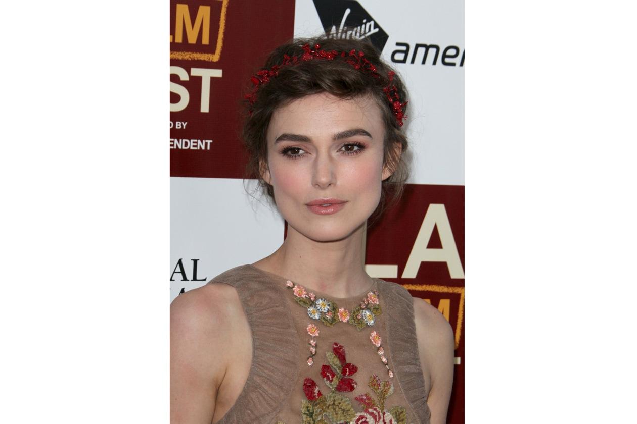 Una coroncina nei capelli valorizza il viso dell'attrice britannica (2012)