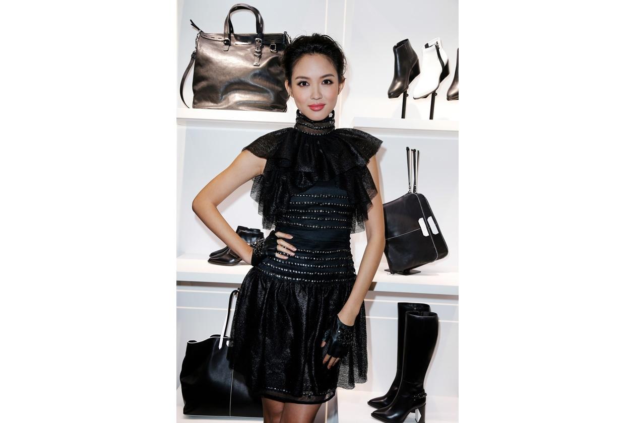 Zhang Zilin in shop