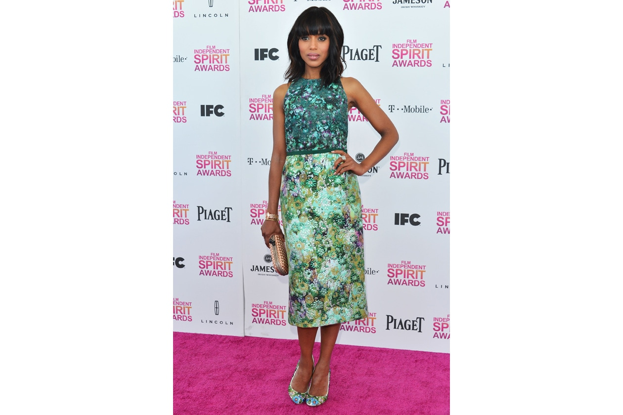 kerry washington in giambattista valli couture, pumps louboutin e clutch bottega veneta