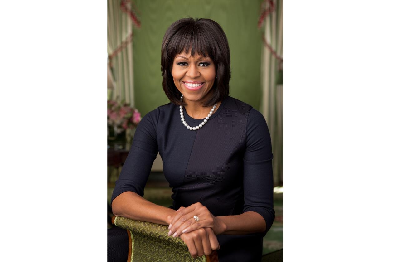 michelle obama Michelle Obama sfoggia una frangia piena abbinata ad un  taglio caschetto