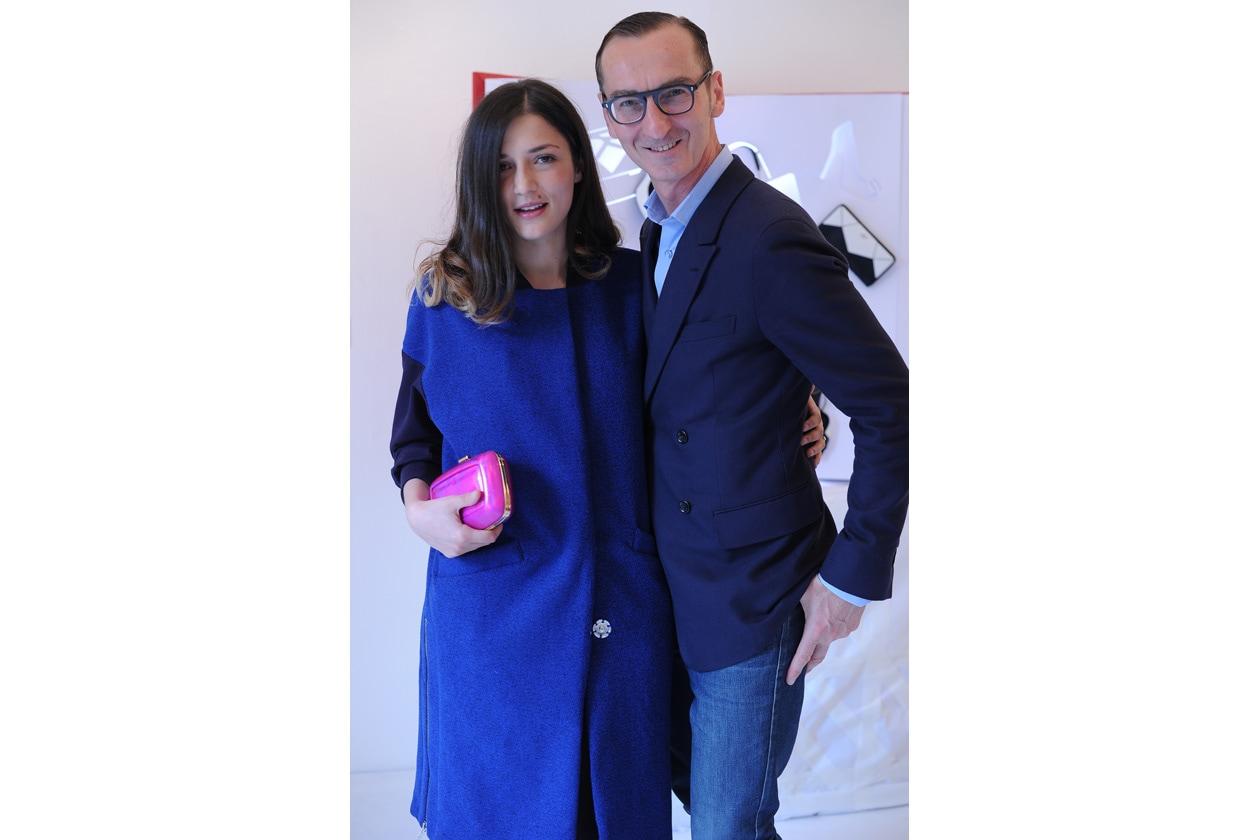 65 Eleonora Carisi indossa pochette maxi boite de nuit Bruno Frisoni J4256x2832 405