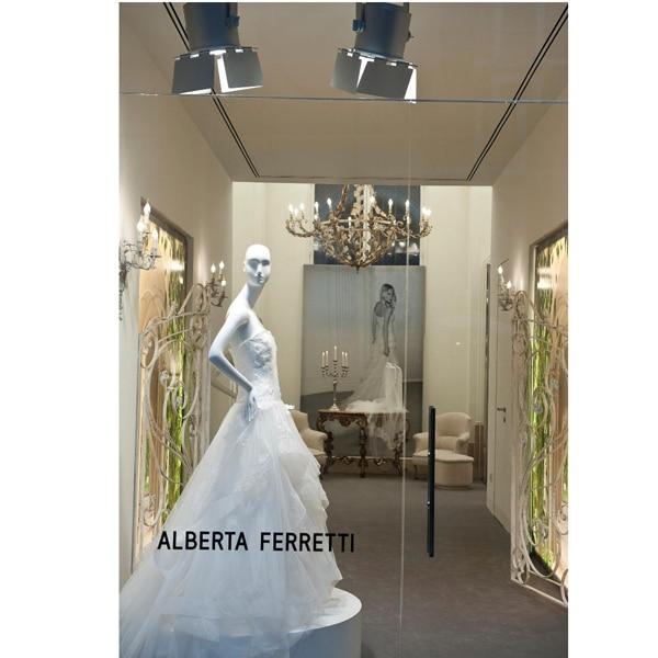 Alberta Ferretti apre a Roma il primo atelier per le spose