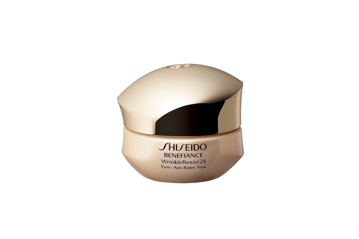 La Benefiance Wrinkle Resist 24 Intensive Eye Contour Cream di Shiseido attenua i segni causati dal rilassamento cutaneo