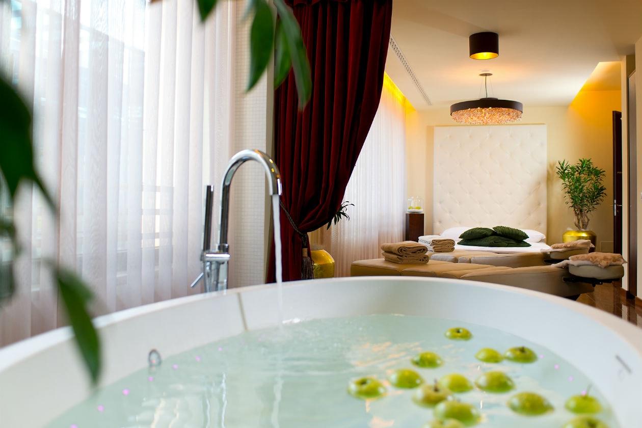 La Private Spa Suite alle Terme di Merano è uno spazio pensato per il relax della coppia