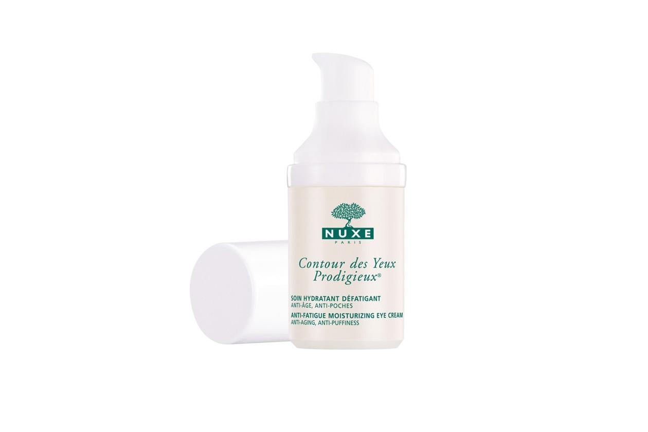 La proposta di Nuxe si chiama Contour des Yeux Prodigieux: a base di tè verde, vitamine e piante, è adatta anche a chi porta lenti a contatto