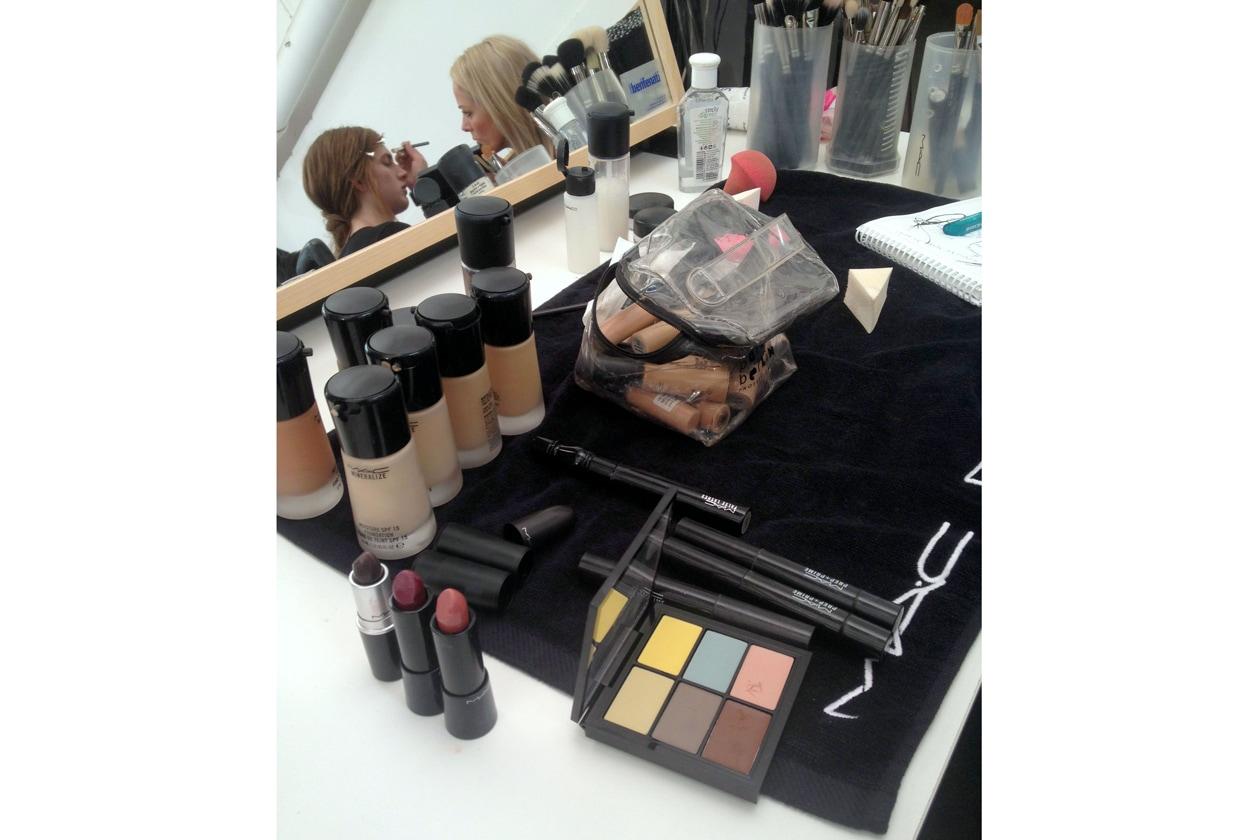 Le nuove palette di MAC nel backstage della sfilata di John Richmond