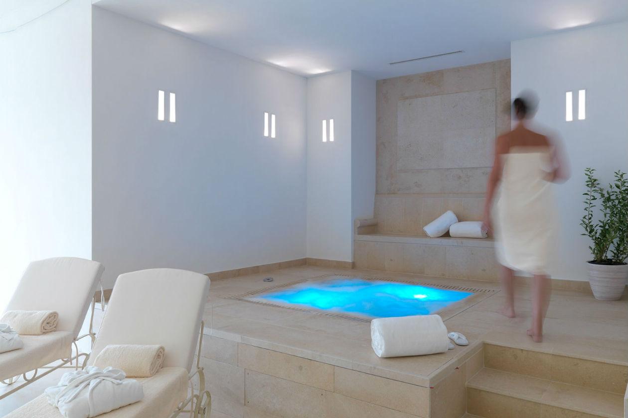 Una delle piscine del Resort Collina d'Oro