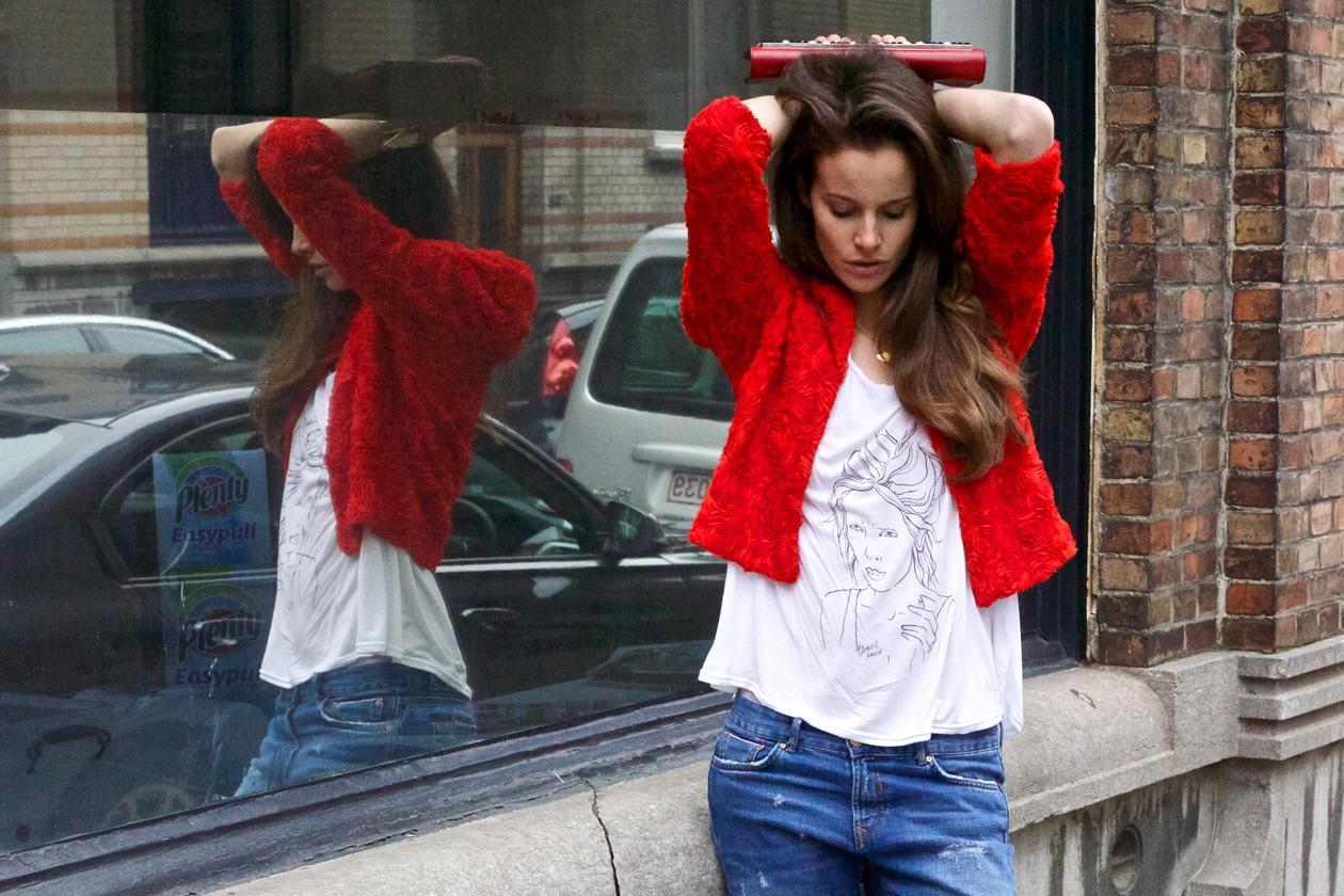 Dettagli in rosso secondo Charlotte Collard