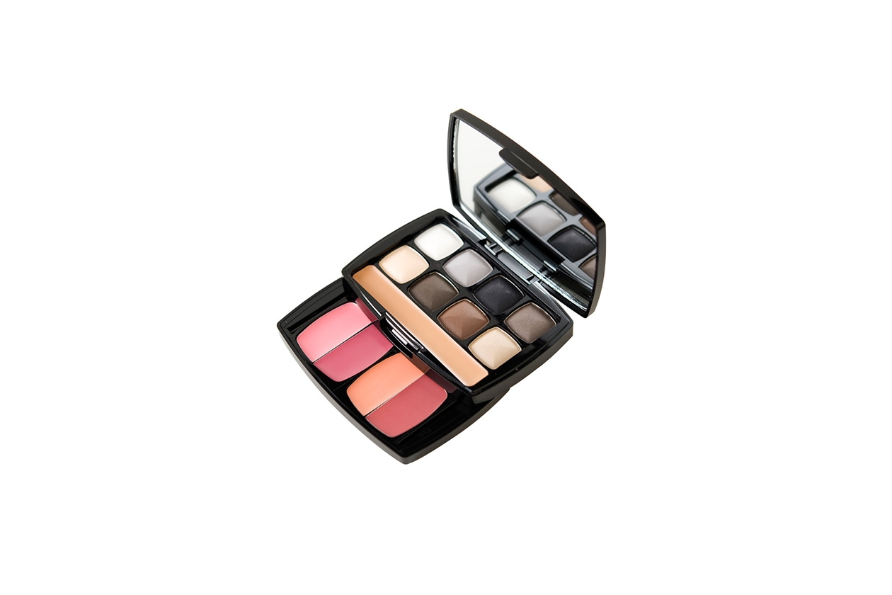 Beauty Smokey eyes nyx one night in morocco makeup kit mul 7394